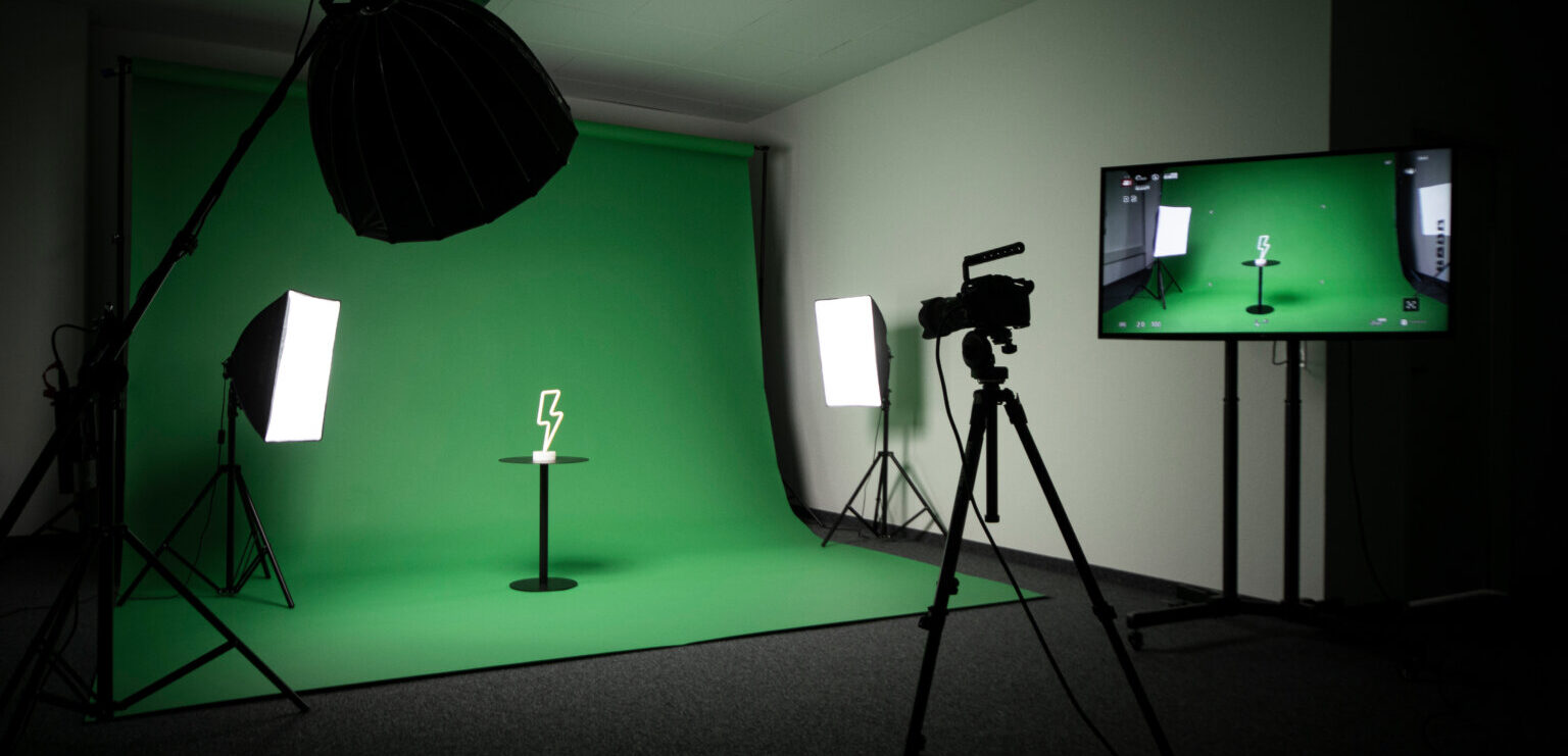 Studio mit Greenscreen und Equipment