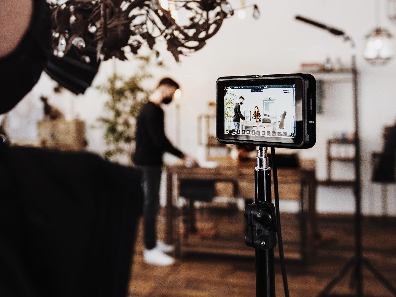 Blick auf den Regiemonitor beim Videodreh